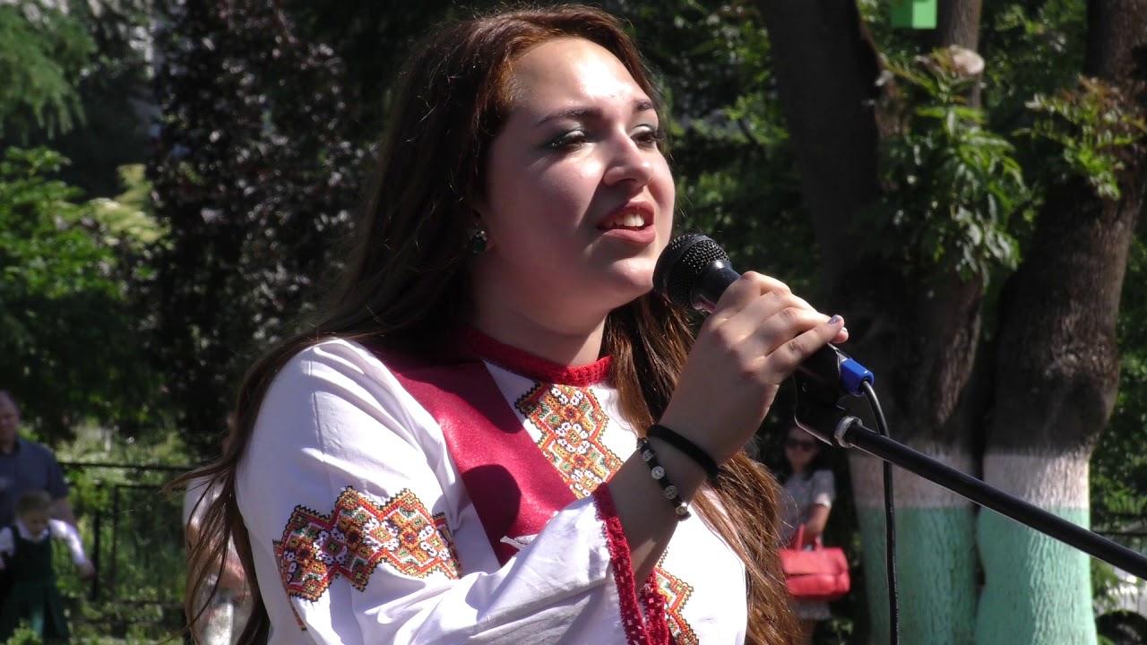 Випускники Калуської гімназії танцювали під пісню Христини Соловій