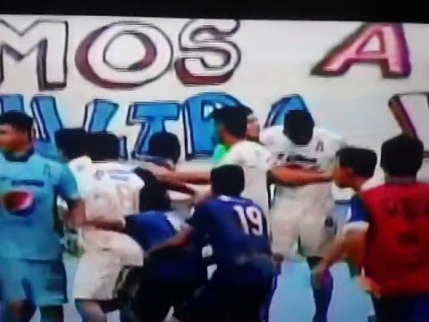 Suspenden juego Alianza-UES por pleito entre jugadores