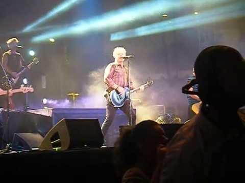 """The Offspring - """"Gone Away"""" (Live)"""