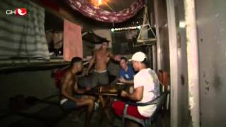 Hinter fremden Gittern - Wegen Drogenschmuggels im Knast von Lima (Doku/Dokumentation)
