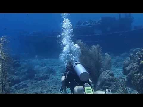 Tugboat dive in Curacao