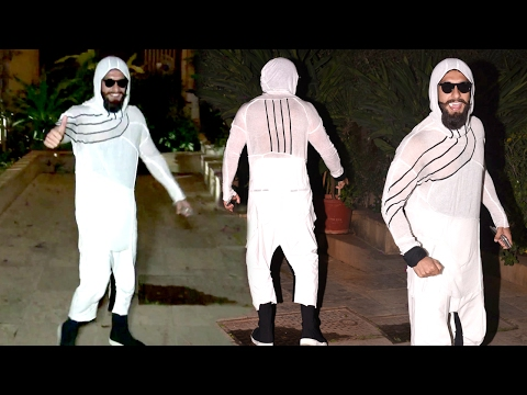 Ranveer Singh's CRAZY Weird Look At Shahid Kapoor's Birthday Party 2017 thumbnail