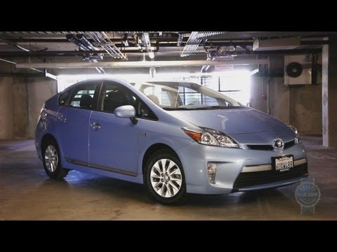 2012 Toyota Prius Plug-in Video Review - Kelley Blue Book