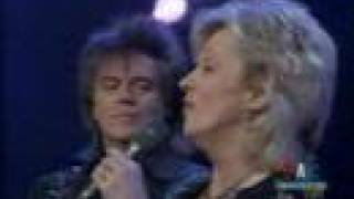 Watch Connie Smith Away In A Manger video