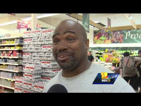 Millionaire hopefuls clamor for Powerball tickets