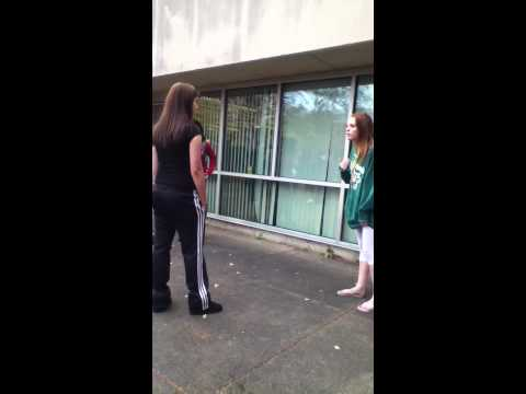 Fight 2 GIRLS IN SCHOOL CRAZY!!!!!!!!!!!!!