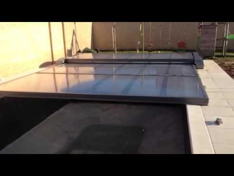 Abri piscine extra plat motoris de abrisud youtube for Abris piscine plat