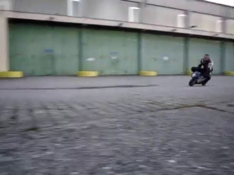 chute en pocket bike (à la fin)