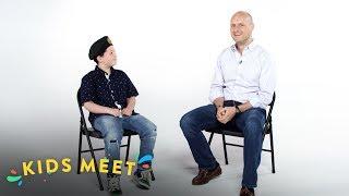Kids Meet a Green Beret | Kids Meet | HiHo Kids