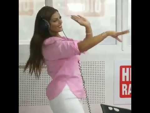 رقص ساخن و مثير لراقصة المغربية مايا مع مومو ...فضيحة 😲 thumbnail