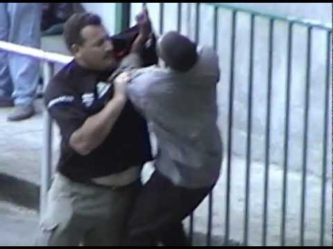 Rugby Fight in Capetown '02.avi thumbnail