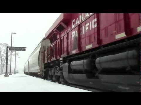 Canadian Pacific 9371 east at Elmwood Park during Snow Storm