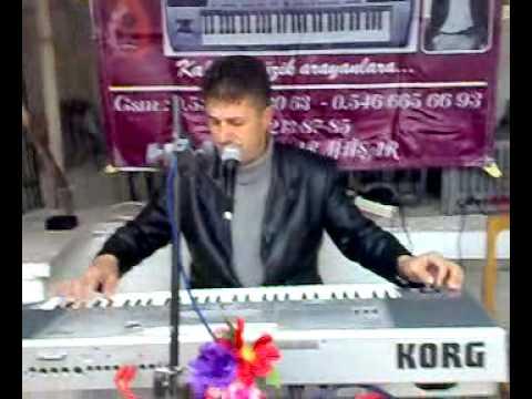 Piyanist Ünal SevimKaranlık Çökünce Sokağınıza Köşede Ben Varım Unutamazsın