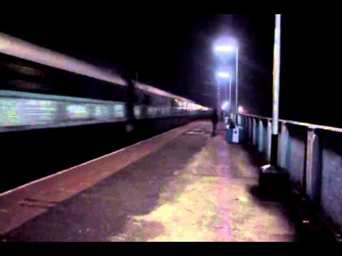 12341 SF AGNIBINA EXPRESS IN CHILLY NIGHT WITH HWH RED WAP