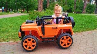 Развлечение для детей! Катаемся на большой машинке Fun for the kids! Ride toy car