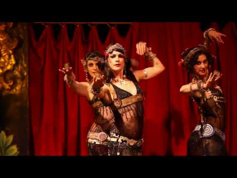 The Indigo Performs - Le Serpent Rouge Show