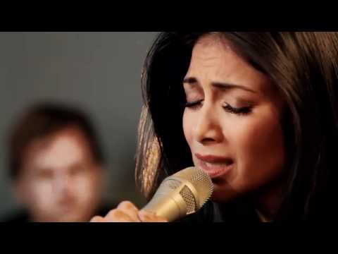 Nicole Scherzinger - I Hate This Part (Acoustic Live Session Performance)
