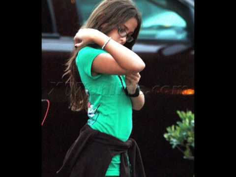*NEW PHOTOS* (Nov.11) Prince, Blanket and Paris Jackson go shopping and to the movies