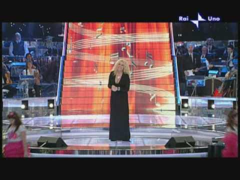 """""""Ti lascio una canzone"""" · con Antonella Clerici · sigla 1ª puntata (04/04/2009)"""