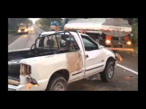 Acidente na BR 262 entre caminhonete e Caminhão