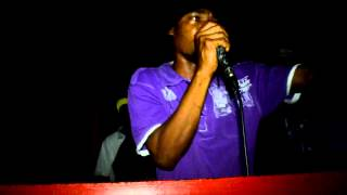 Gun Face Robie Williams Live in Wesley