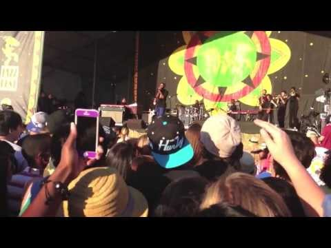 "Frank Ocean - ""Golden Girl"" live @ New Orleans Jazz Fest 2013"