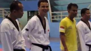 MOTIVATOR ATLET dan briefing Pelatih tim Taekwondo Indonesia ke SEA GAMES 2013