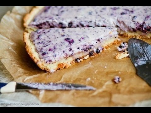 Blueberry cake with cream cheese
