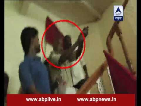 Guard fires a bullet at students who came to gheraao Patna University VC's residence