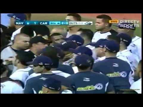 Tangana entre Magallanes y Caribes, 25-01-2014 - Versión de DIRECTV, en el 3er juego de la Gran Final.