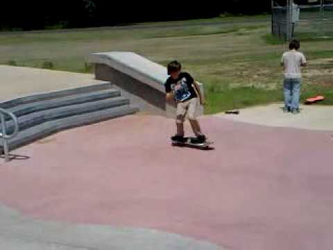 cody lane martin doing a 4 stair at jakes skate park... sponcer me??? Video