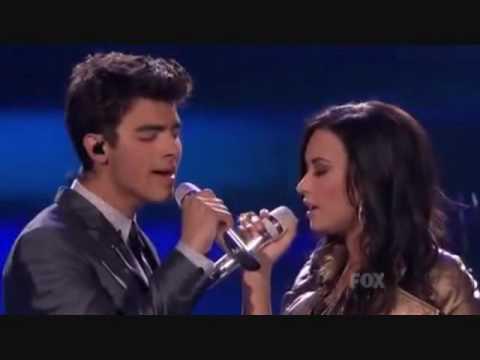 Joe Jonas and Demi Lovato KISSING! JEMI MOMENTS 2010!