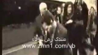 Sarkozy food-throwing by a young man angry - ساركوزي يرشق بالطعام
