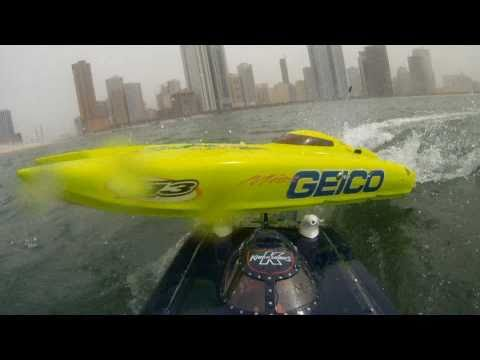 RC Boats KING OF SHAVES Vs. MISS GEICO - onboard Camera - AMAZING