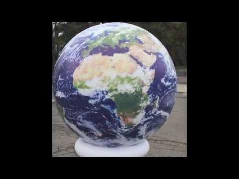 Globe gonflable géant et planète gonflable