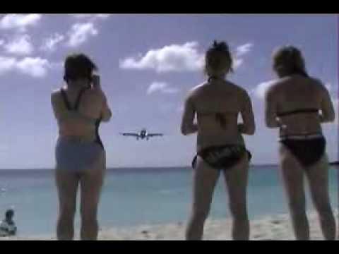 هبوط طائرة على شاطيء!!!!!!