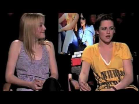 Cute Kristen Stewart and Dakota Fanning Moments