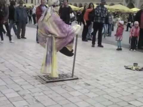 Levitation! Lewitujący Człowiek Na Rynku W Krakowie