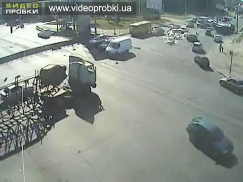 ДТП с грузовиком. Большая скорость при повороте