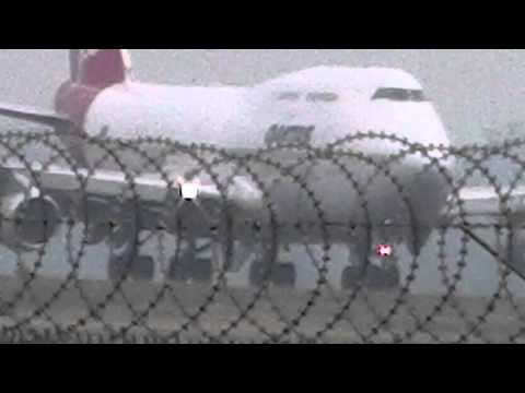 QF009 Singapore London Qantas Boeing 747-400 Take Off filmed from a Ford Ranger Wildtrak 4x4