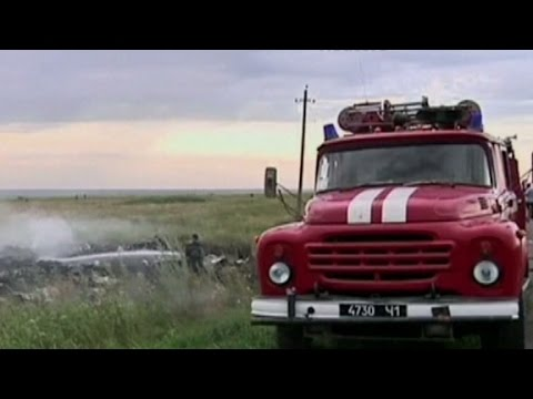 Confusion, hostility at MH17 crash site