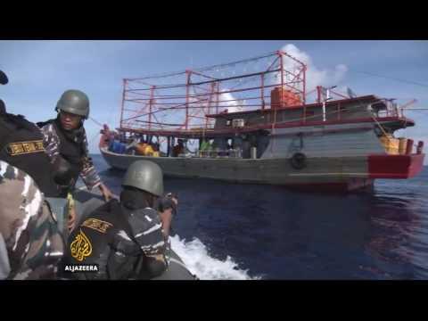 インドネシアの刺青大臣 南シナ海で中国監視船を撃退 駆逐艦で警告発砲も
