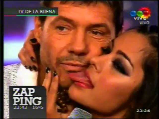 Larissa Riquelme y Marcelo Tinelli Besos Caricias
