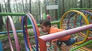 Permainan anak anak di taman