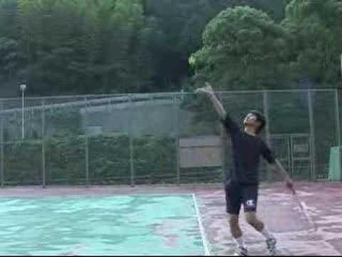 テニスのザーブをスロー再生