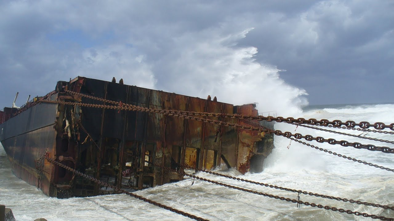 Mammoet Salvage - Wreck removal of a container ship in ...
