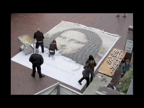 Thumb Replica of the Mona Lisa using 4,000 cups of coffee