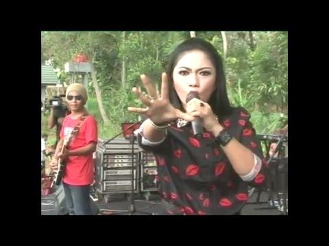 download lagu Ratna Antika ~ Kelayung Layung Monata Live In Sumbersoko gratis