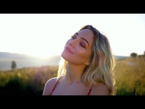 Szőcs Renáta - Kettőből a négy (Official Music Video)