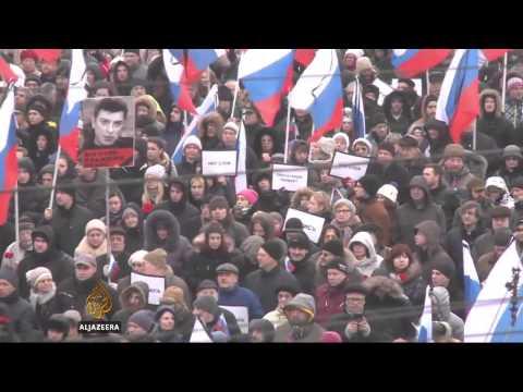 Slain Putin critic honoured in mass Moscow rally
